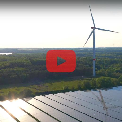 Standbild aus dem ZET-Imageclip mit Windrad und Solarfeld