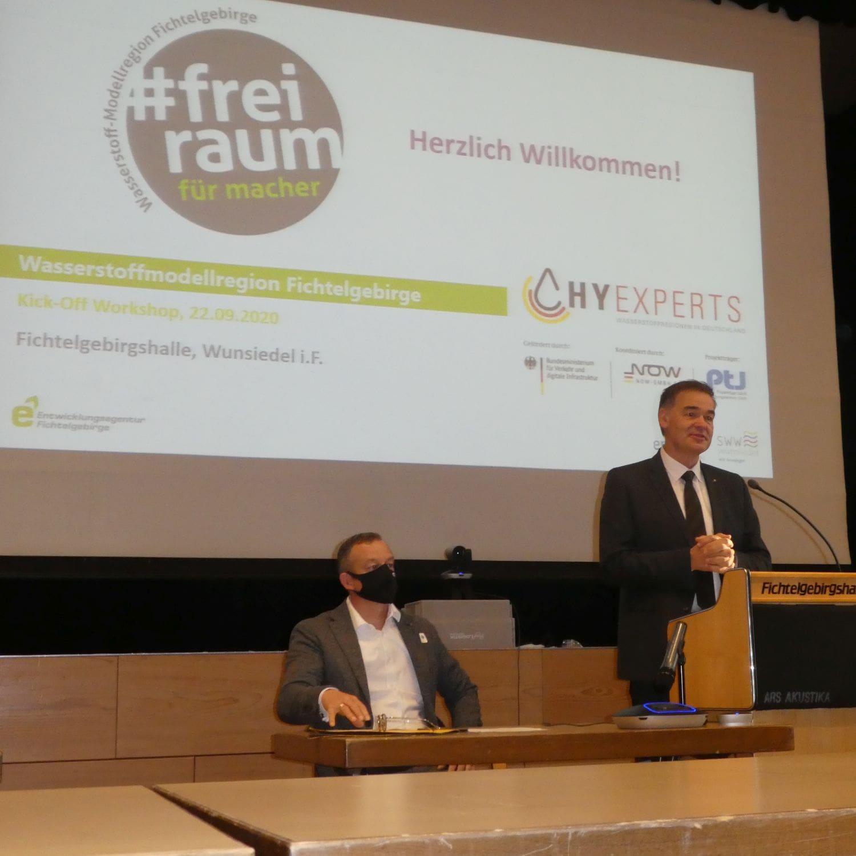 """Landrat Peter Berek gibt den Startschuss für die Wasserstoff-Modellregion Fichtelgebirge im Rahmen des """"HyExpert""""-Programms"""
